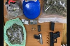 Bari, nascondevano armi e droga in un locale di via Dante. Due arresti