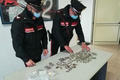 Bari, nascondeva più di 80 dosi di hashish e marijuana: arrestato 24enne