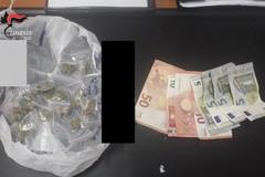 Nasconde hashish, marijuana e cocaina nello zaino: arrestato 21enne in provincia di Bari