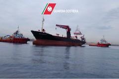 Completato il disincaglio della Efe Murat. È stata ormeggiata nel porto di Bari