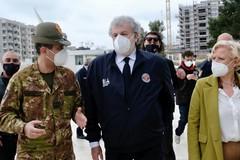Il generale Figliuolo a Bari, Emiliano gli dona la manna di San Nicola