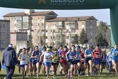 """Anche a Bari si corre la staffetta """"Una squadra per la ricerca"""", l'Esercito in pista"""