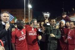 """""""Lupi vs Agnelli"""", la squadra del Comune di Bari vince il torneo solidale del Redentore"""