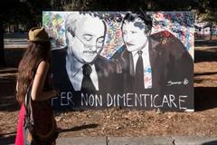 I sindaci d'Italia ricordano Falcone e Borsellino con un lenzuolo bianco esposto dai municipi