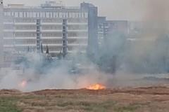 Il quartiere San Paolo brucia, incendio a due passi dall'ospedale