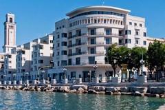 Lascia i bagagli in hotel, turista derubata di 36 mila euro in gioielli