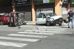 Incidente in via Petroni, i cittadini chiedono al sindaco la messa in sicurezza dell'incrocio