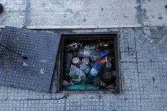 Tombini all'umbertino, tra rifiuti e manutenzione carente