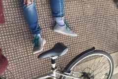 Razzismo a Bari, ragazzo scaraventato giù dalla bici in via Fanelli