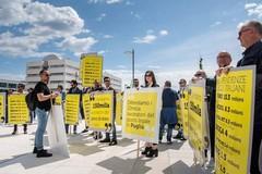 Gioco d'azzardo, a Bari la protesta dei lavoratori contro la legge regionale