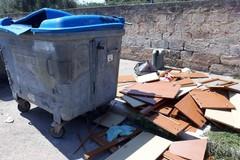 Bari, bidoni trasformati in discariche al Quartierino