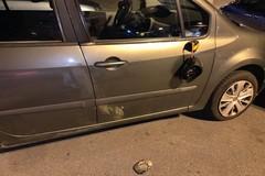 Bari, trova l'auto sfregiata per non aver pagato il parcheggiatore abusivo