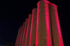 Porto di Bari, i silos granari si illuminano dal tramonto all'alba