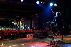 Bagno di folla per Ermal Meta al raduno dei fan in provincia di Bari