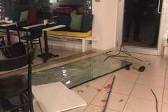 Furto e danni al caffè libreria Libro Possibile di Polignano