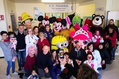 La Befana negli ospedali della Puglia, Emiliano: «Ringrazio volontari e operatori sanitari»