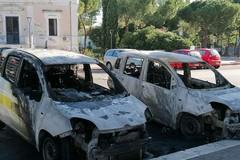 Bari, distrutte dalle fiamme due auto di Poste italiane