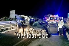 Maxi incidente sulla 100 verso Bari, sei veicoli coinvolti. Aggredito operatore 118