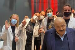 Strani virologi dalla Puglia al Maurizio Costanzo Show