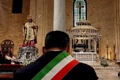 Un triste San Nicola a Bari, alla messa della 5 c'è solo il sindaco
