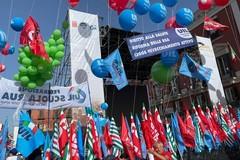 Sindacati in piazza a Bari contro il Decreto Sostegni
