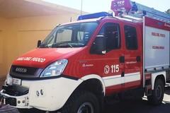 Bari, auto in fiamme in via Camillo Rosalba