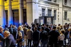 Bari ricorda i due poliziotti uccisi a Trieste, un flash mob davanti alla Questura