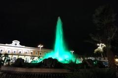 Giornata dell'infanzia, la fontana di piazza Moro si tinge di verde. A Bari 378 bambini e ragazzi positivi