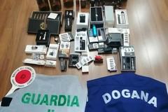"""Gravina, sigarette elettroniche contraffatte e liquidi """"svapo"""" di contrabbando. Denunciato venditore"""