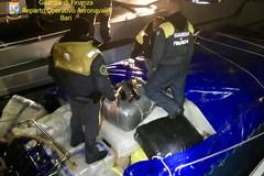 In mare con 2,5 tonnellate di droga, bloccato gommone a largo di Brindisi