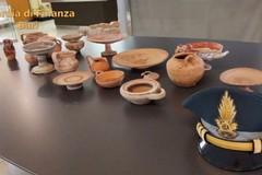 Bari, conserva manufatti del V-IV secolo a.c.: scatta il sequestro. Opere donate al museo di Altamura