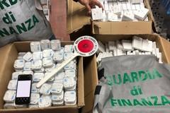 Vendeva accessori per cellulari contraffatti per un valore di 100mila euro, scatta il sequestro