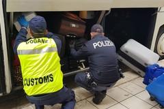 Porto di Bari, sequestrati due camion per trasporto illecito