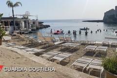 Provincia di Bari, bar mette lettini sulla spiaggia libera. Scatta il sequestro
