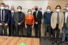 Puglia, accordo con odontoiatri: somministreranno vaccini negli hub