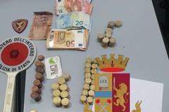 Bari, in stazione con 4 cellulari e 1200 euro in contanti: arrestato per ricettazione