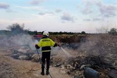 Altro weekend di fuoco a Bari, bruciano rifiuti nella zona industriale