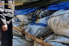 Bari, Gdf scopre 10 tonnellate di farmaci scaduti: scatta il sequestro