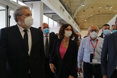 Il ministro Gelmini all'hub vaccinale in Fiera a Bari