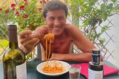 Tornano i vip in Puglia, Gianni Morandi fa tappa ad Altamura