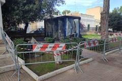 Bari, vandali in azione al giardino Don Cosimo Stellacci, a fuoco i bagni pubblici
