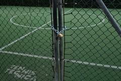 Giocano a calcio a Bari vecchia in barba al decreto del Governo, Decaro fa chiudere i campetti