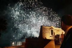 Fuochi d'artificio per chiudere la giornata del G20. Polemiche a Bari