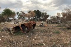 """Bari, un """"cimitero"""" di auto tra Ceglie e Valenzano"""