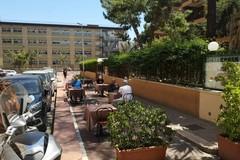 Verso la zona gialla, la provocazione di un ristorante di Bari: tavolini sulla pista ciclabile