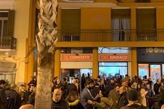Decaro incontra i cittadini a Bari, polemiche sull'assenza di donne alla riunione delle liste