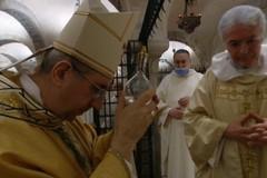 Si rinnova il miracolo di San Nicola a Bari, prelevata la Santa Manna