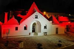 Giornata della donazione degli organi, il Trullo Sovrano illuminato di bianco e rosso