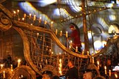 Ballerine volanti, mongolfiere e caravella infuocata, a Bari va in scena il corteo di San Nicola