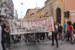 """Salvini al Libertà, c'è chi dice """"no"""". Da piazza Redentore parte la manifestazione Bari non si Lega"""